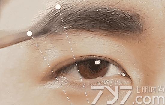 男生修眉毛的步骤图片男士修眉毛的步骤图片