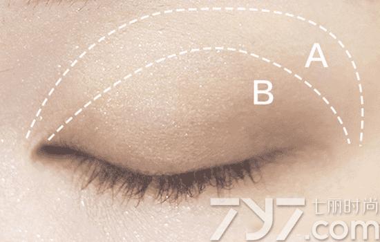 【图】芭比波朗纽约盘眼妆教程 日常烟熏随意换