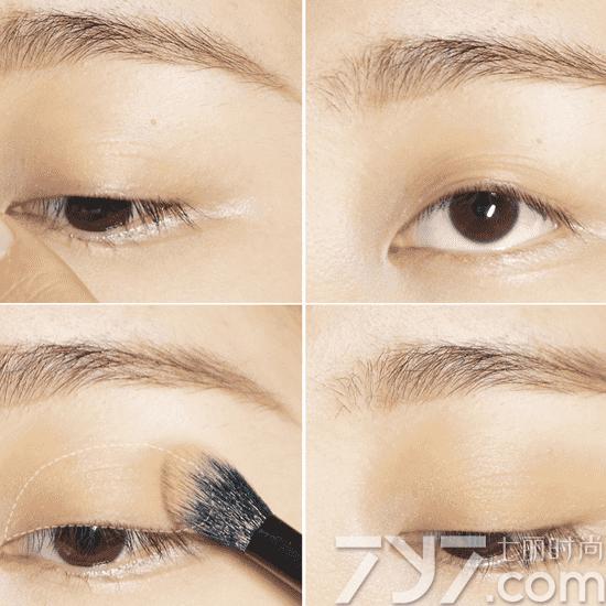 韩式猫眼妆画法步骤图解 这款猫眼妆的亮点便在于蓝色的下眼影,让眼睛看起来更大又神秘,棕色眼线来画猫眼眼线比黑色更温柔,这也是韩式猫眼妆的一个特点。  韩国猫眼妆教程 第一步:首先选择最浅的肤色眼影,找到最适合自己的眼影轮廓,将眼部进行整个打底。  第二步:为了打造更自然,更深邃的眼妆效果,预留图中所画半球型虚线部分,将中间色涂抹眼头及眼尾的位置,使眼窝更显深邃,增强眼部立体感。  第三步:因为亚洲人的眼型,更短小,偏圆,我们使用最深色眼影勾勒出上扬的猫眼眼线,使眼睛迷人性感,更有拉长眼型的效果。不太均匀的