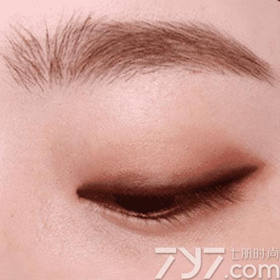 单眼皮怎么画眼影图解图片