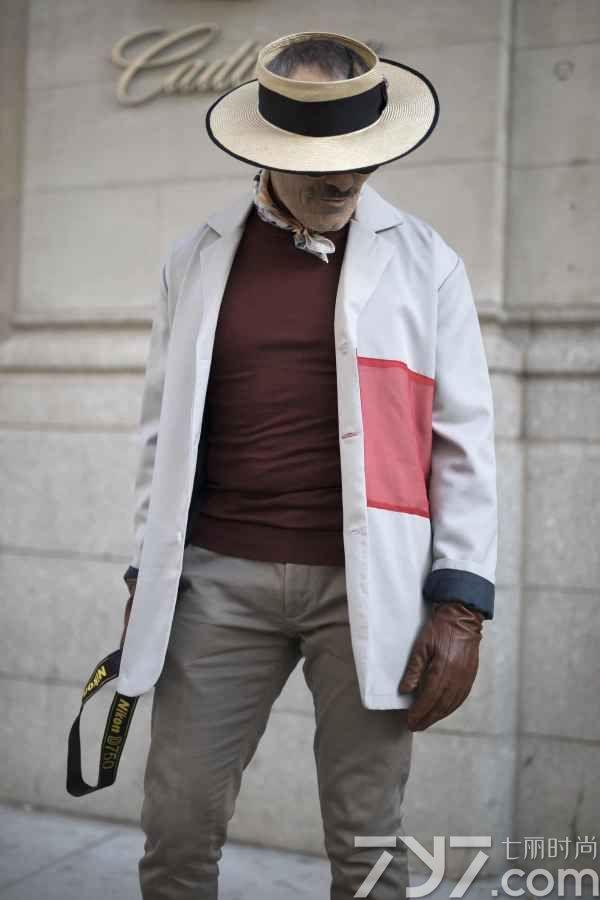 片男,丝巾搭配什么衣服好看男图片