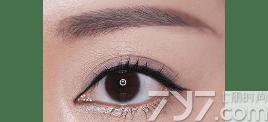 深邃眼妆画法 深紫系打造深邃大眼妆