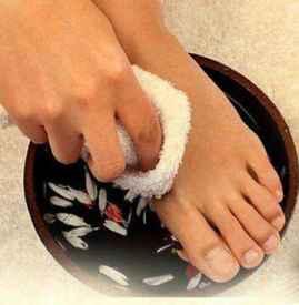 艾叶泡脚能减肥吗 泡脚水加艾叶瘦身效果加倍