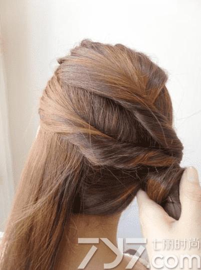 马尾发型扎法,马尾扎发教程步骤图解,马尾辫的扎法