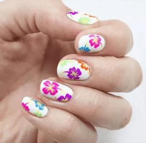 彩绘花朵美甲教程 夏季手绘更独特