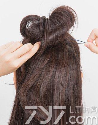 长发半丸子头,长发如何扎半丸子头,长发的半丸子头扎法
