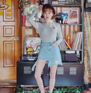 长袖条纹T恤女 打造文艺少女风