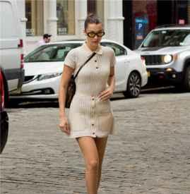 Bella Hadid米色polo裙+黑色短靴又一次贡献经典穿搭