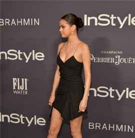 Selena Gomez出席第三届年度 InStyle 奖  球性鞋跟凉鞋抢尽风头~