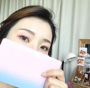 桃花妆的眼影怎么画 一抹淡淡粉色