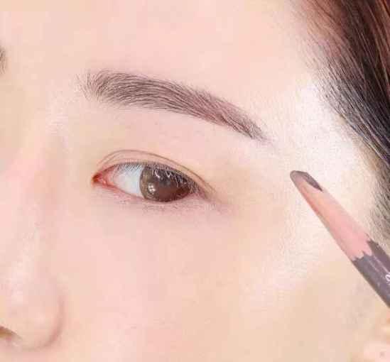 粉色眼影怎么画 粉色眼影步骤图解