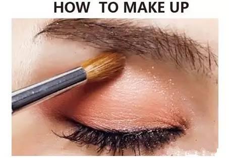 眼睛眼窝怎么化妆 眼睛眼窝化妆步骤图解