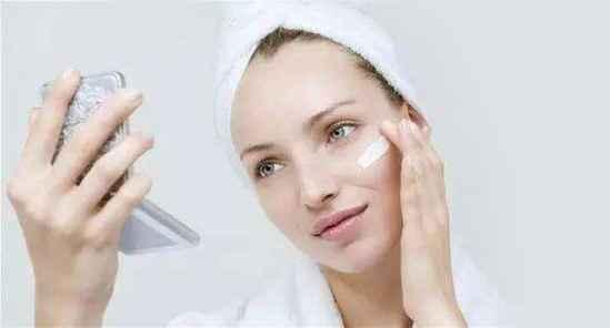 涂了眼霜需要卸妆吗 眼霜是护肤品不用卸妆~