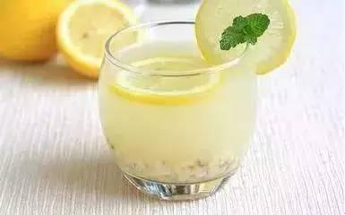 柠檬薏米水功效和做法  柠檬薏米水怎么喝减肥