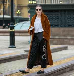 焦糖色大衣适合啥年龄穿 今年秋冬就靠焦糖色大衣了