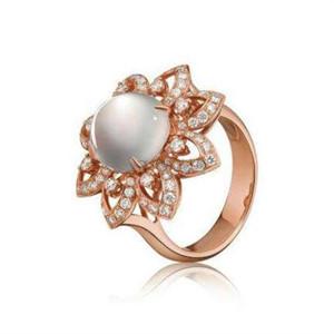 翡翠戒指镶嵌图片 款式别致深受喜爱