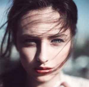佰草集牡丹紧肤按摩面膜怎么用 青春回不去了面膜还能按回来