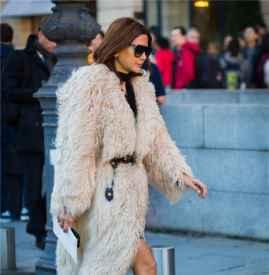 白色皮草外套怎么搭配 温柔又贵气的不二搭配法则