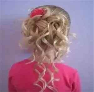 儿童扎法简单又好看 这样扎头发女儿美爆了