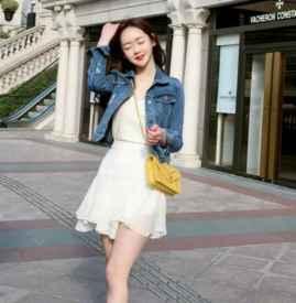 雪纺连衣裙配牛仔外套 气质又减龄比你想象的简单