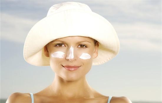 防晒霜和防晒喷雾区别 两者搭配使用效果更佳