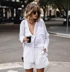 白色超短裤配什么上衣  一起时髦度过这个夏天
