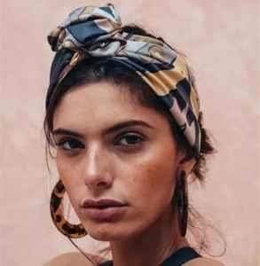 秋天丝巾怎么围好看 丝巾的6种时髦搭法堪比买上100件新衣