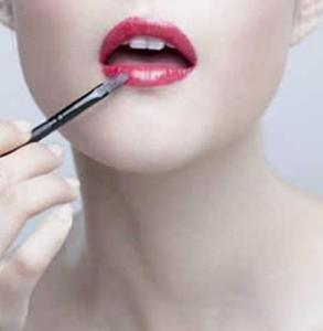 唇膏和口红的区别 了解这些画出耀眼唇妆