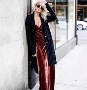 秋冬穿什么裙子好看 丝绒长裙成为18秋冬时髦担当