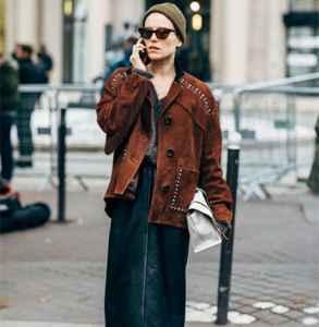 秋冬穿什么颜色的衣服好看 暖咖色经典又高级