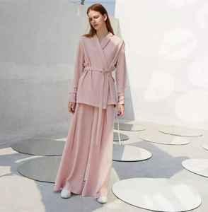 秋冬粉色衣服怎么搭配好看 温柔又恬淡的茱萸粉