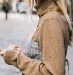 女生半高领毛衣怎么穿搭 半高领毛衣是用来叠穿的