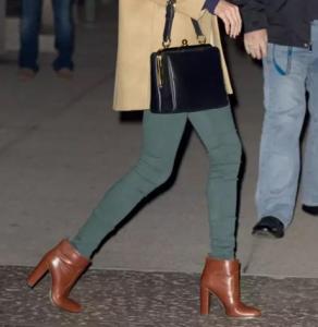 女生冬天穿什么下装好看 Taylor swift教你在冬季穿出好身材
