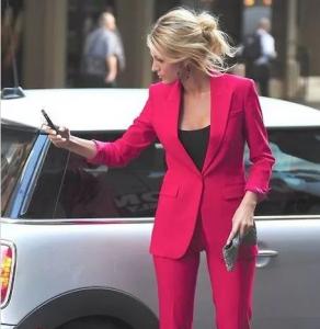 女生OL装怎么穿好看 女生职业西装外套的搭配方式