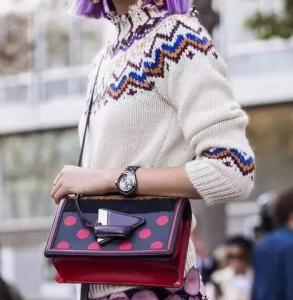 女生冬天穿什么毛衣好看 有印花的毛衣才新潮