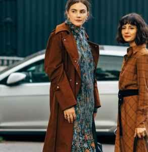 长款大衣如何搭配 鲜艳大胆玩转复古时尚