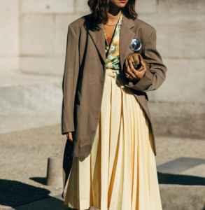 中长款大衣怎么搭配 撞色混搭街头时尚风