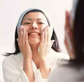 卸妆凝胶怎么用 卸妆产品的用法都差不多