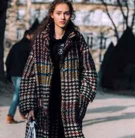 格纹大衣怎么搭配卫衣 冬日美少女大作战
