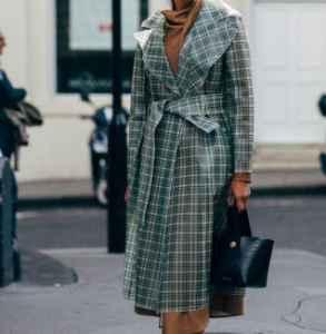 灰色格纹大衣怎么搭配 气质美女的搭配秘诀