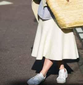 长裙怎么搭配运动鞋 奔跑才是街头的魅力