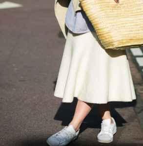 長裙怎么搭配運動鞋 奔跑才是街頭的魅力