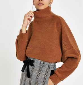 高領純色毛衣怎么搭配 環繞頸部的溫暖魅力