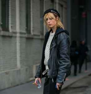 黑色贝雷帽搭配什么衣服 帅气复古点睛之笔