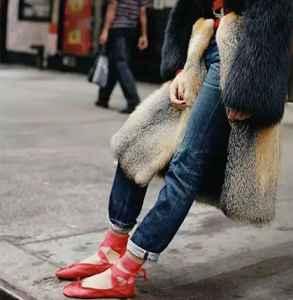 皮草搭配什么鞋子 高挑优雅又不喧宾夺主