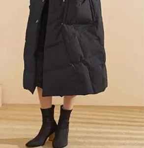 长款羽绒服下面怎么搭 修长身形冬季也不能泯然众人