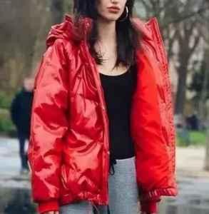 深色羽绒服如何搭配 严寒冬日的配搭温暖迷人