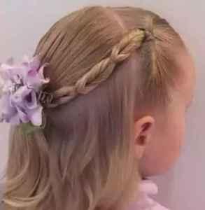 8岁儿童公主头发型简单 小公主的笑容治愈一切