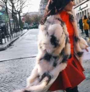 冬天中年女衣服怎么搭配 这些标志单品准没错