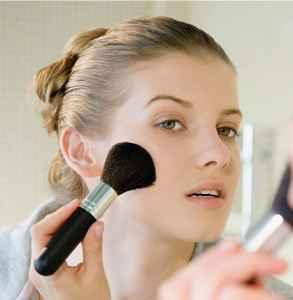 化妆前应该用什么 先做好护肤再化妆